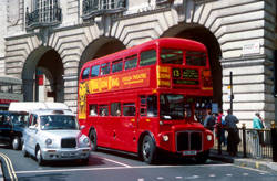london bus and taxi - zoom >